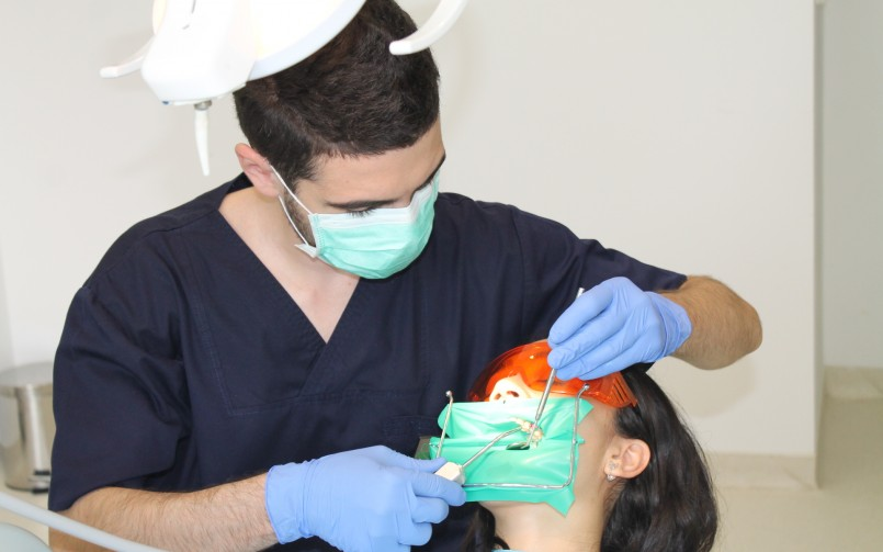 stomatolog Adrian Anton