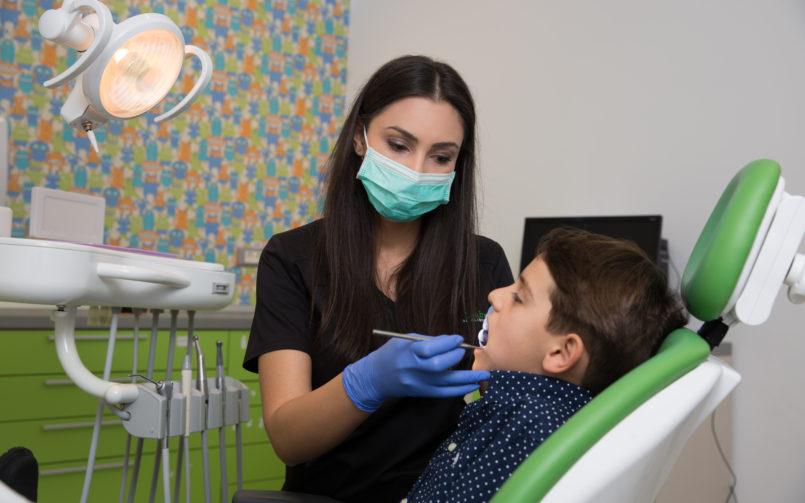 Ce atitudine trebuie să aibă părinții în cabinetul de stomatologie copii