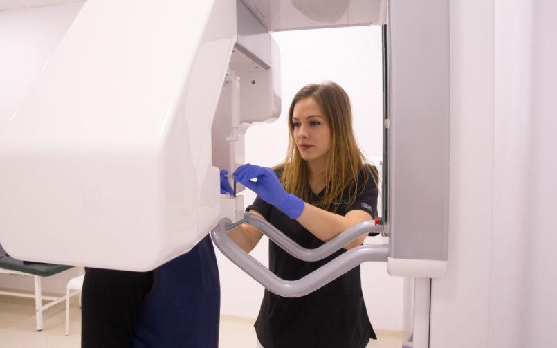 Afla de la Dr. Cristina Priseceanu cum a ales stomatologia, dar și ce satisfacție îți oferă acest domeniu