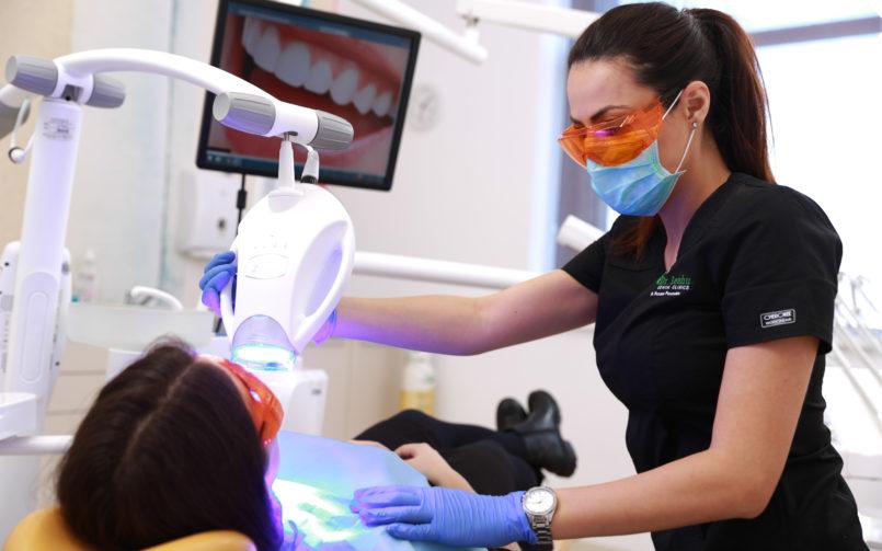 Albirea dentară te ajută să ai un zâmbet frumos și strălucitor