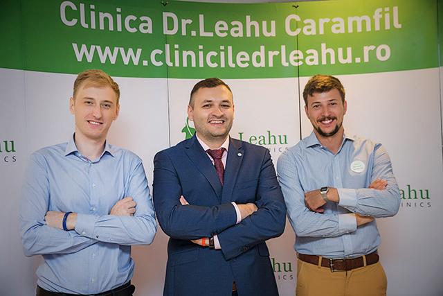 Dr Ionut Leahu, alaturi de doi dintre medicii de la Clinicile stomatologice Dr Leahu