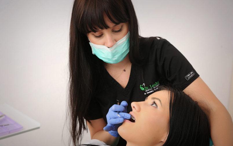 Cum te pot ajuta aparatele dentare să obții zâmbetul perfect?