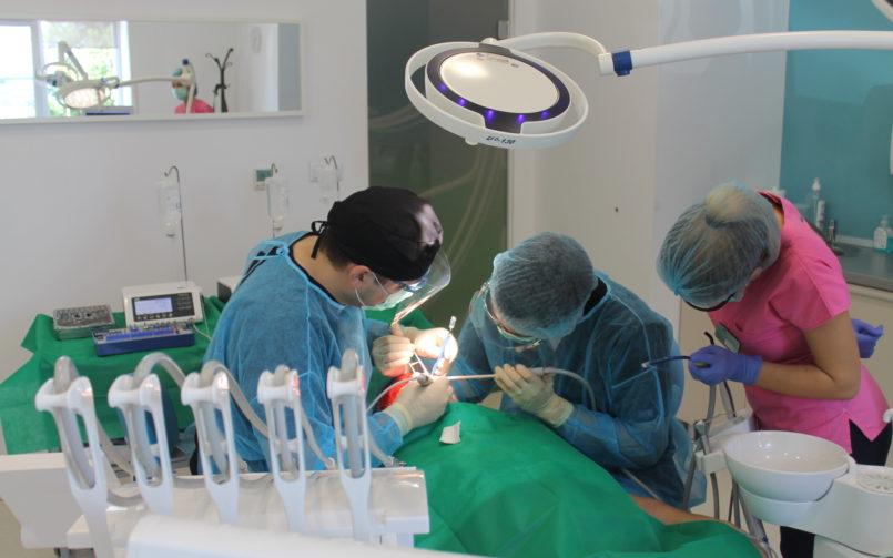 Implantul dentar nu doare