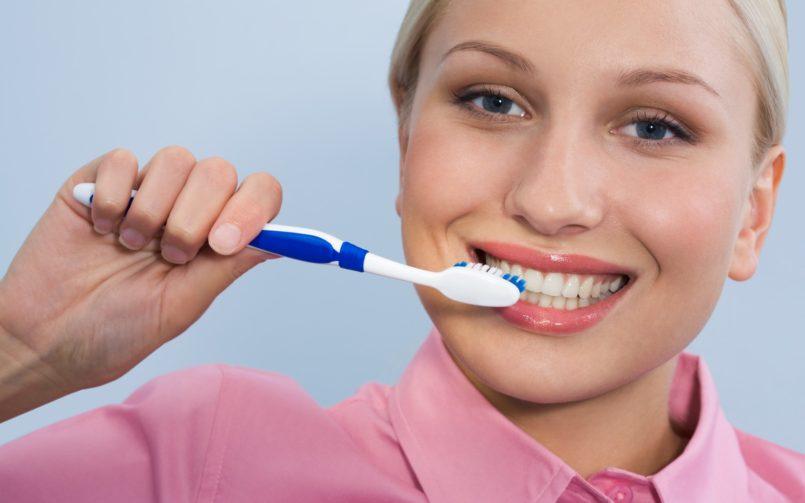 Efectele periajului dentar agresiv asupra dinților tăi