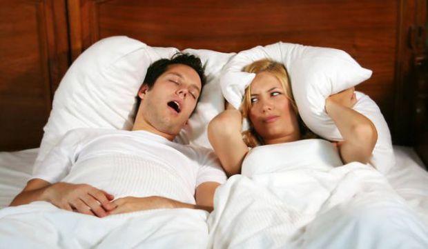 Dormitul cu gura deschisă afectează sănătatea dinților