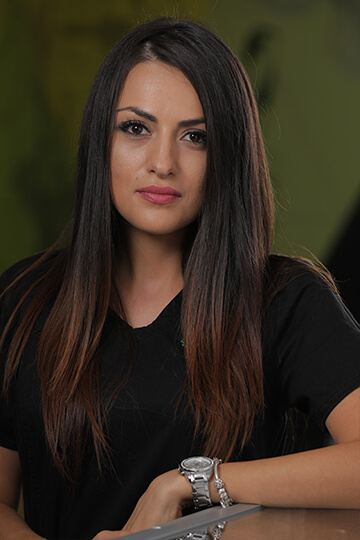 Dr. Roxana Paraschiv - medic dentist
