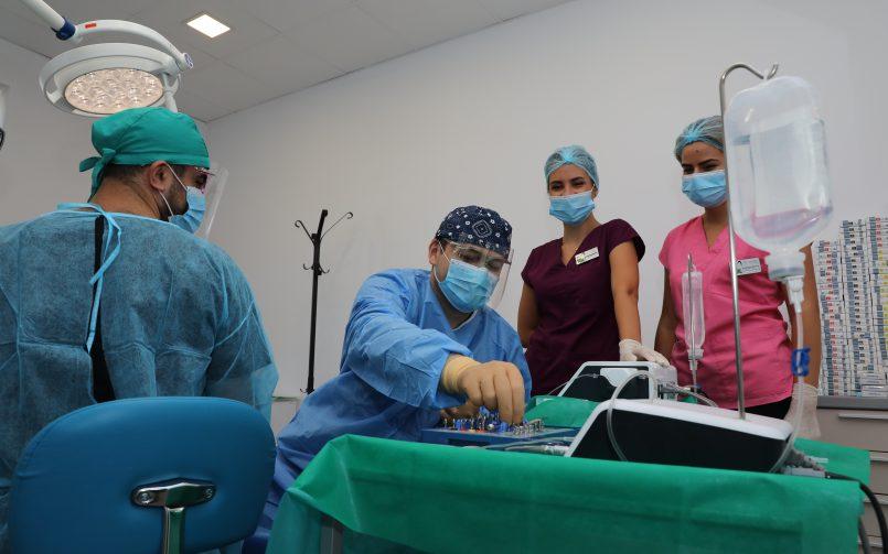 Ce este sedarea conștientă și ce se întâmplă cu pacienții de pe scaunul stomatologic care au parte de această anestezie?