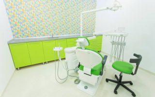 Ce înseamnă pentru pacient prezența mai multor scaune stomatologice în cadrul unei clinici dentare?