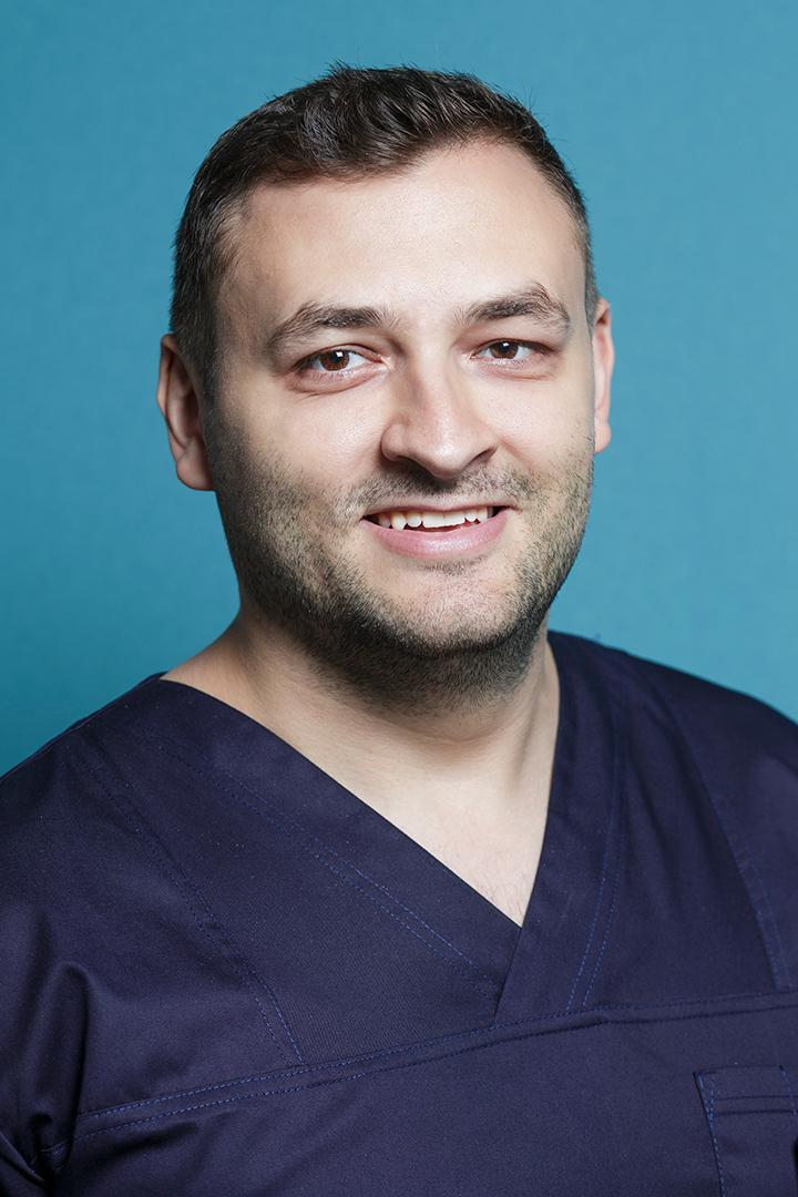 Dr Ionut Leahu, specialist in implanturi dentare si owner al clinicilor stomatologice dr Leahu