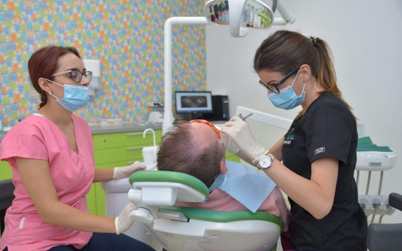 Detartrajul cu ultrasunete se realizează în cabinetul stomatologic