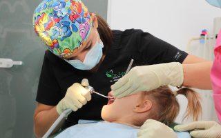 Sigilarea dentară. Avantaje, dezavantaje și preț