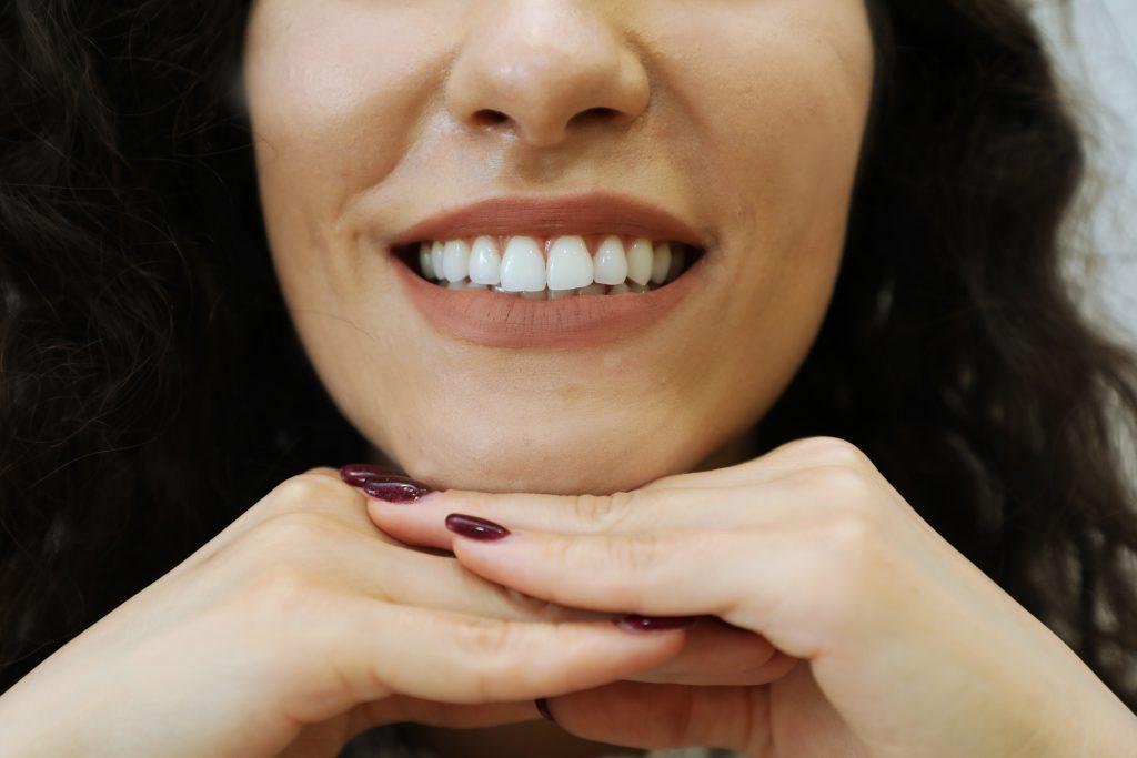 Curățarea dinților duce la o dantura impecabila