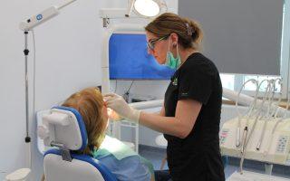 Când alegem proteza dentară mobilă  – interviu cu Dr. Corina Ene