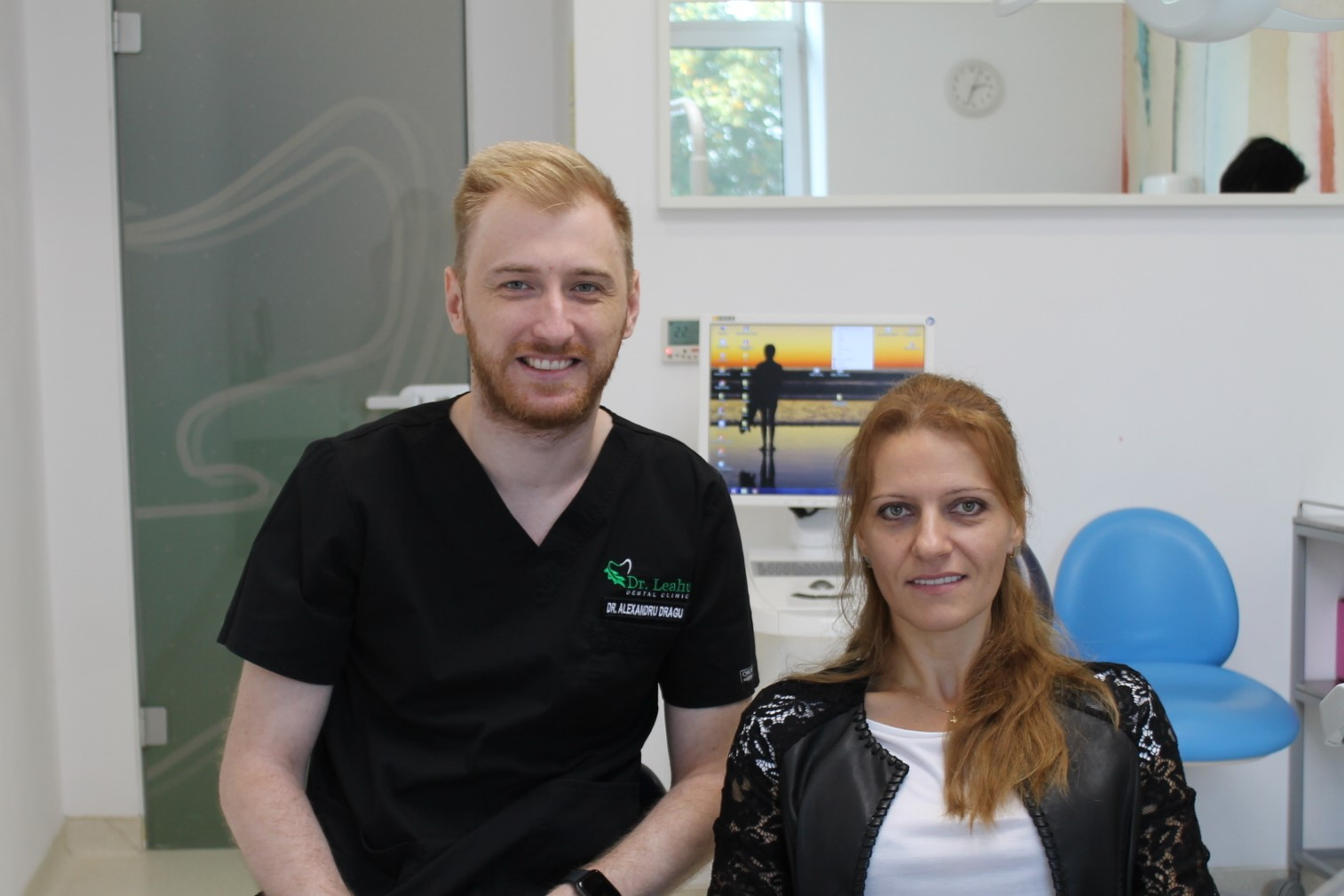 Dr. Alexandru Dragu in stanga si pacientul in dreapta