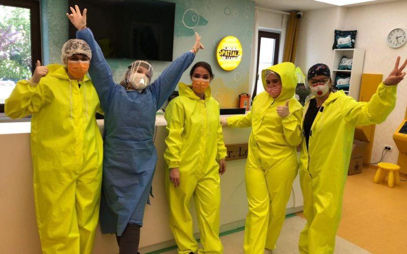 echipa de medici de urgente ai clinicii de copii