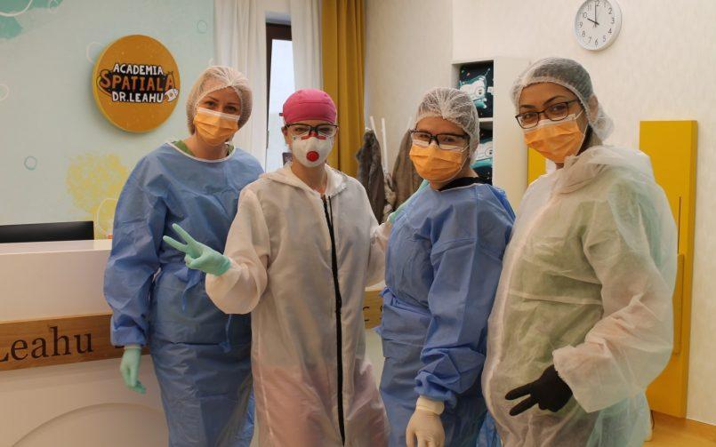 gingivita la copii se trateaza la cabinete stomatologice, de catre o echipă de medici pedodonti