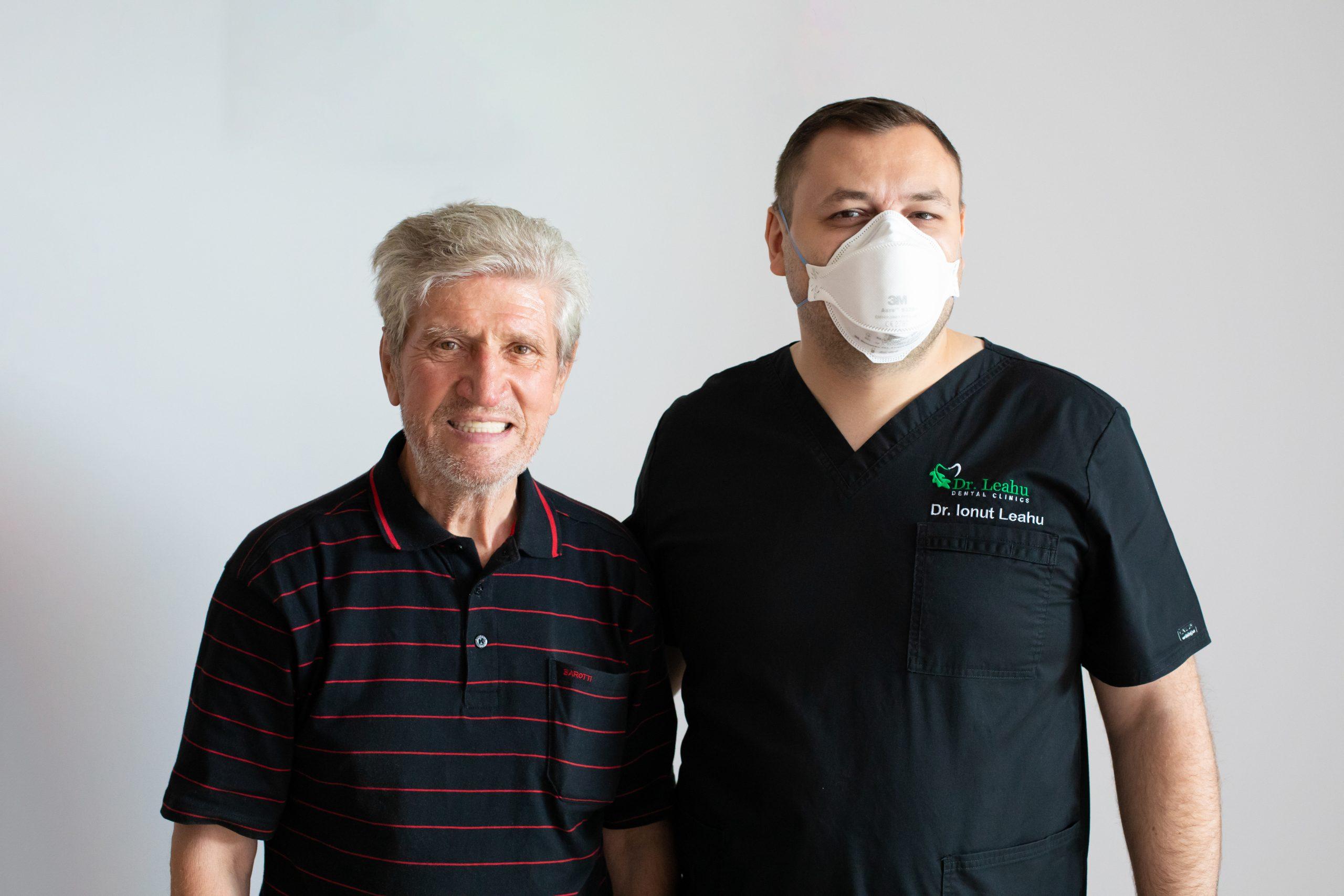 Dr. Ionut Leahu in dreapta impreuna cu pacient in stanga