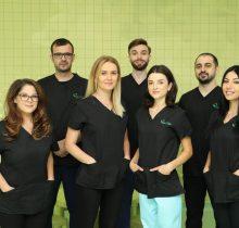 Echipa de medici stomatologi de la Centrul de Excelenta regional Dr. Leahu Iasi