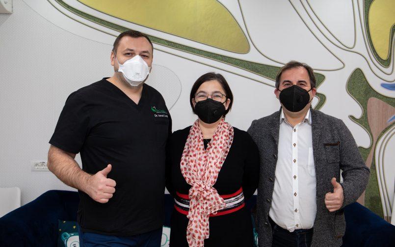 Dr. Ionut Leahu in stanga si Dr. Angelica și Bogdan Oprea in dreapta si