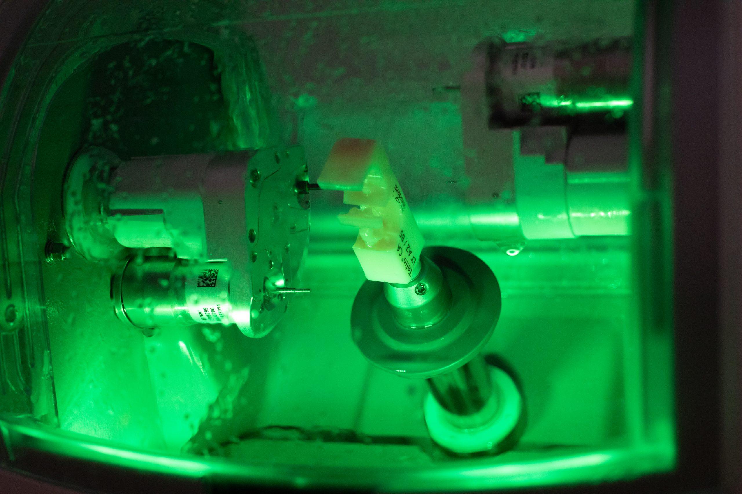 frezare ceremica integrala cu aparat CEREC CAD/CAM
