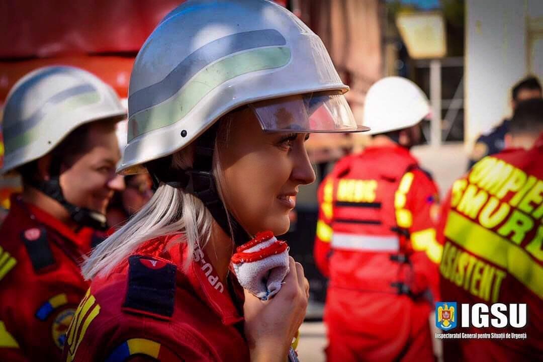 asistent medical în timpul unei intervenții SMURD
