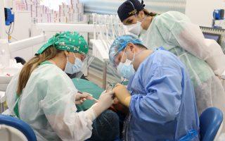 Peste jumătate dintre români nu merg deloc la stomatolog, iar un sfert ajung mai rar de un an