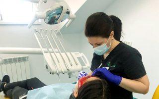 """,,Îmi place stomatologia și o fac din pasiune"""" – Interviu cu Dr. Elena Boaghe, medic dentist în cadrul Clinicilor Dentare Dr. Leahu din Timișoara"""