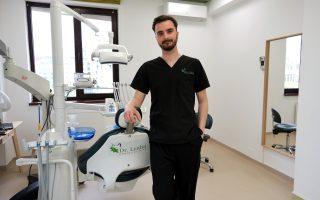 """,,Microscopul dentar este foarte important pentru realizarea unui tratament de canal reușit."""" – Interviu Dr. Eduard Butuza, medic dentist"""