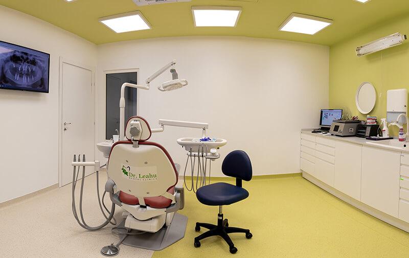Cabinet stomatologic verde, cu aparatura moderna, la clinica stomatologica din Galati