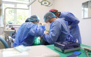 Cum decurge o ședință de tratament cu implant dentar?