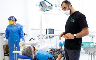Proteze dentare mobile moderne: ce sunt, tipuri, avantaje și dezavantaje, prețuri