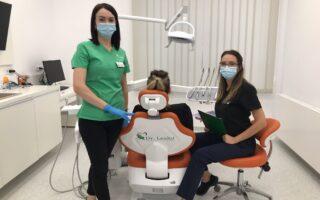 """,,În fiecare zi, învăț lucruri noi de la fiecare pacient pe care îl tratez"""" - Interviu cu Dr. Roxana Lisa, medic stomatolog la Clinicile Dentare Dr. Leahu Galați"""